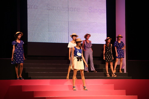 Fashion Show from Singapore_re.jpg