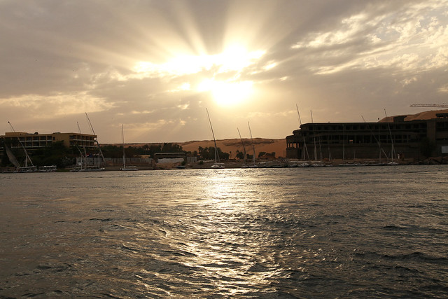 エジプト旅行 アスワン ヌビア村 ナイル川の夕暮れ