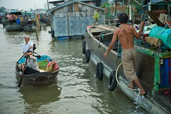 (AndrewEio) Tags: water vietnam floatingmarket cantho vietnam vietnamesse afszoomnikkor2470mmf28ged cantho fongdienfloatingmarket