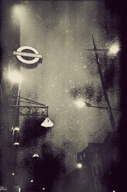 5594201309 931c126e3a z London Noir & Analog   10 Subtle Artistic #Lomo Photos By Gavin Hammond