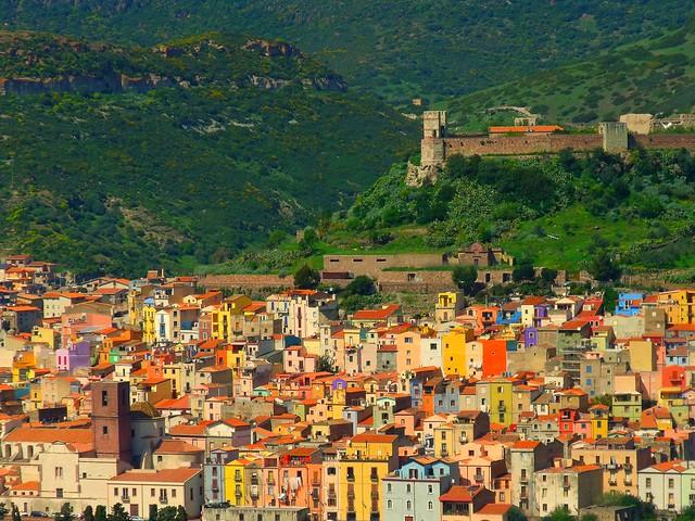 Bosa,  i suoi colori e il castello.9