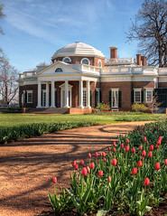 Monticello (Sky Noir) Tags: travel flowers architecture virginia spring day tulips thomas united landmark historic clear va jefferson states charlottesville monticello neoclassical monticelo skynoir bybilldickinsonskynoircom