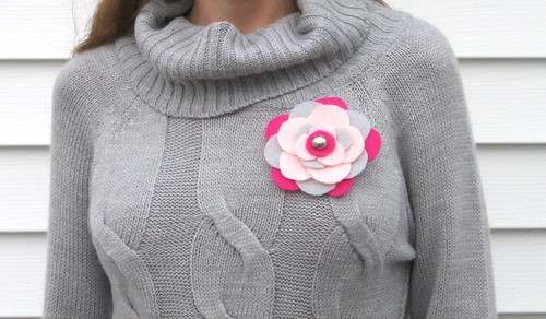diy - felt flower brooch final :)