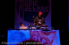 DJ Breakin Beats (mo'funk) Tags: music 50mm nikon live melanie vocalist fiona concerts hip hop marsha deejay rb d90 floetry ambrosius