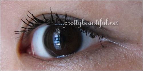 Maybelline Pulse Perfection Vibrating Mascara on Eye