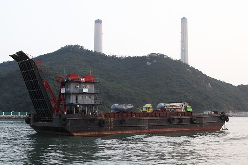 Vehicular barge arrives at Yung Shue Wan, Lamma Island