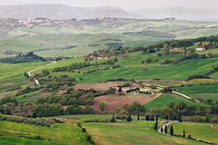 green land (Dennis_F) Tags: italien italy green nature zeiss landscape spring italia sony country hill landwirtschaft natur hills tuscany cypress grün agriculture fullframe dslr toscana valdorcia landschaft hilly cypresses frühling 135mm toskana hügel monticchiello zypressen 13518 a850 sonyalpha sonydslr vollformat cz135 zeiss135 dslra850 sonya850 sonyalpha850 alpha850 tuscien sony135 sonycz135