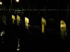Soldats en Têtes de gondoles (Louis PERPERE) Tags: bridge venice night lumix panasonic venise venezia nuit notte gondole goldola fz28