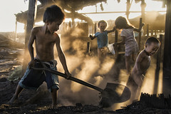 Ulingan, Tondo - Play and Work (Mio Cade) Tags: light boy shadow baby sun girl work children kid ray factory child play philippines social charcoal pollution manila coal dust tondo ulingan