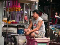 THAILAND-Bangkok, warten auf Kundschaft -  6 (roba66) Tags: city travel portrait people man thailand photo asia asien bangkok urlaub menschen explore thai mann reise eastasia thailandbangkok ostasien journalistchronicles aufdenstrasen roba66