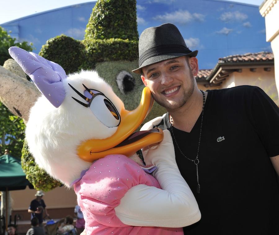 'American Idol Experience' Guests Receive Surprise Visit from Matt Giraud, Season 8 Finalist