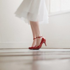 pure morning (solecism) Tags: catchycolors beautifullight redshoes redandwhite whitedress damienricedelicate