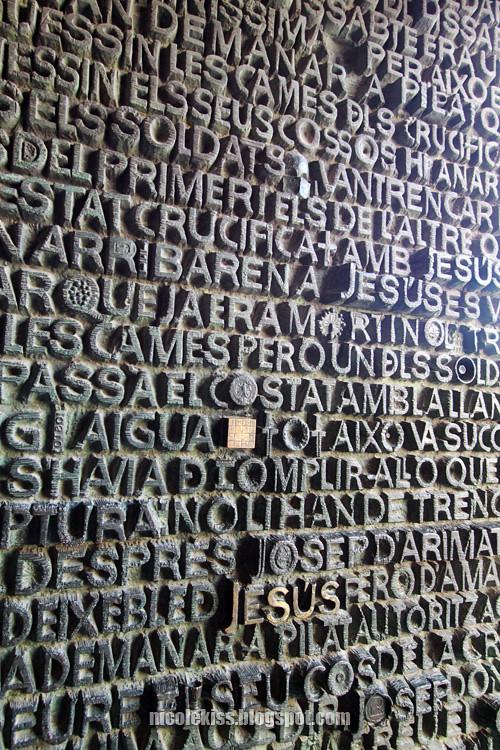 font metal door