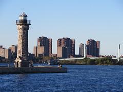 Around New York: Roosevelt Island, Sep. 2016 (yapima1) Tags: newyork rooseveltisland lighthouse
