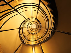 Plerinage quotidien / Daily Pilgrimage (loupbrun) Tags: spiral staircase escaliers colimaon interior indoors university montreal montral mtl lookup spiralstaircase