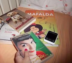 28/3/2011 (Reliquias da Lana S.) Tags: phone books améliepoulain ameninaqueroubavalivros marleyeu