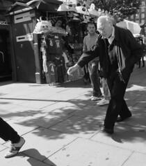 Pacemaker anonomous (Ian Brumpton) Tags: street bw london blancoynegro londres citystreets biancoenero agranddayout londonstreetphotography lifeinslowmotion scattidistrada neroameta blackwhiteheartbeats