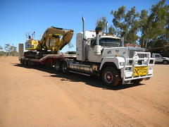 Tidy Old Mutt (dieseljocky) Tags: truck australia mack oversize superliner