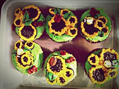 Sunflower cupcakes (nnneurotic) Tags: food cupcake sunflower