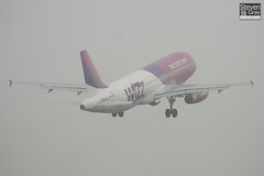 HA-LWI - 4628 - Wizzair - Airbus A320-232 - Luton - 110424 - Steven Gray - IMG_4597
