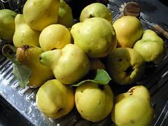 Fresh quinces