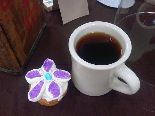 Adorable cupcake & tea