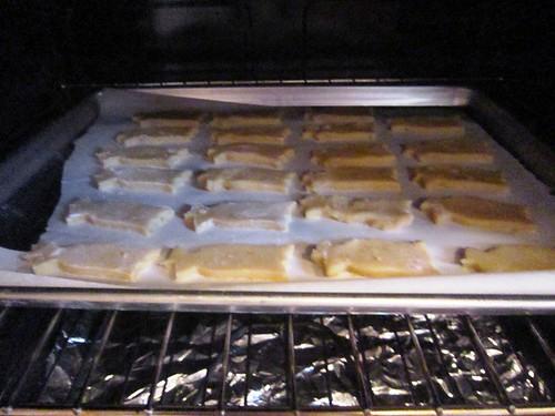 Tulip cookies baking