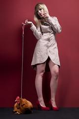 [フリー画像] 人物, 女性, 鳥類, 鶏・ニワトリ, スタジオ, 201105011500