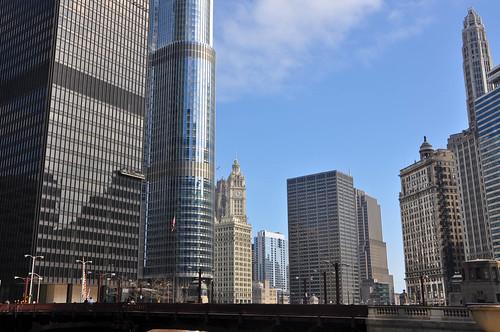 Skyline junto al Hotel Trump y el edificio del Chicago Tribune detrás
