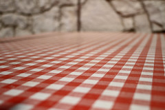 xIMG_8443 (wolfgangp_vienna) Tags: red white rot square table island spring redwhite croatia insel cloth tablecloth plaid tisch karo pag adria frhling adriaticsea taverne otok checked kroatien weis kariert tischtuch rotweis