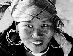 Portrait Woman Hmong B&W [Sapa] [Vietnam] (Tim.D Photography) Tags: portrait blackandwhite bw woman look asia village noiretblanc outdoor femme capital north nb vietnam tribes asie capitale tribe hanoi nord sapa hmong banho regard tavan moutainvillage exterieur northvietnam tribue tribues nordvietnam