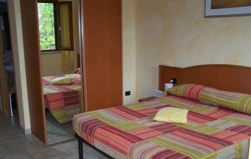 Una camera del B&B I Quadri 2000 sul lago di castel Gandolfo
