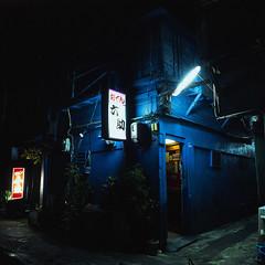 六助 (akira ASKR) Tags: fuji hasselblad okinawa 沖縄 naha provia provia100f おでん hasselblad500cm 那覇 rdpiii tsuboya 壺屋 cmwdblue rokusuke distagoncf50mmfle 六助