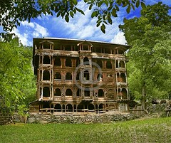 Leepa, Azad Kashmir, is also famous for its typical Kashmiri style of architecture, mostly in the form of 3 to 5 storied wooden houses. (Karrar Haidri) Tags: pakistan trekking kashmir concordians mountaineeringinpakistan tourisminpakistan