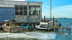 Sin mantenimiento.... (bervaz) Tags: mar sea barco ship puerto harbor agua water azul sony slta99v sal2470z carlzeiss carlzeisssonnart variosonnart2470mmf28