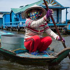 Vietnamita en Cambodja - Vietnamese in Cambodia (Holands Errant) Tags: 2016 albertandreu cambodia cambodja kampongluong vehicles aak barca casaflotant venedorambulant krakor camboya boat houseboat vendor