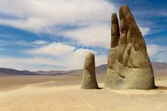Salida. (Matias.fpl) Tags: norte desierto chile antofagasta escultura sculpture hand mano