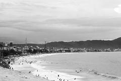 Praia dos Ingleses (rafaelcarlesso) Tags: cidade summer people costa building praia beach bay coast sand pessoas surf verão litoral baía dunas ingleses florianópoli
