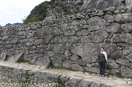 Such enormous rocks bricked into walls