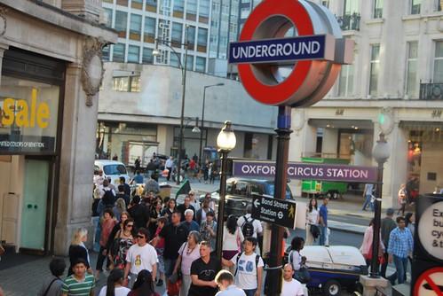 Símbolo del metro en Londres
