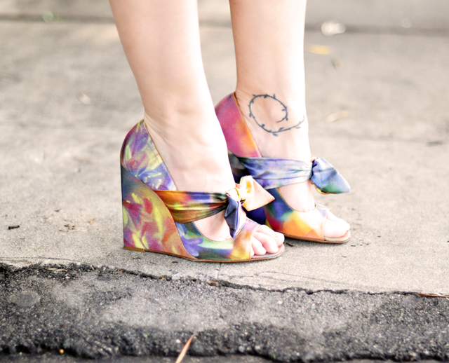 Moschino digital print wedges        with bow