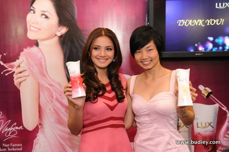1. Fazura And Tanya Launches The Lux Soft And Smooth Body Wash Range