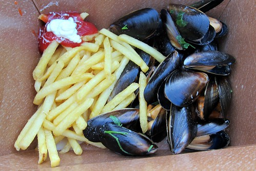 Dancing with my moules frites