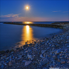 Breakwater blue hour (benjacobsen) Tags: ocean blue cold water sunrise rocks mark iii atlantic fullmoon rhodeisland 5d moonset pointjudith narragansett 1635ii