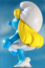 Beauty (Rigib) Tags: blue white macro yellow canon hair toy miniature figure 60mm smurf smurfs schlumpf pitufo smurfette jakks schlmpfe schtroumpf peyo puffo f110 lens00025    img1106 moulov sanafer ourdailychallenge