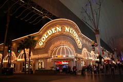 Golden Nugget (Iveta) Tags: vacation usa night america canon lights holidays neon lasvegas nacht urlaub nevada amerika lichter goldennugget fremontstreetexperience eos450d canoneos450d