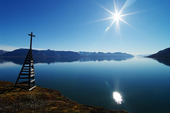 Hiker's paradise (Gregor  Samsa) Tags: sea summer sun water trekking trek hiking north deep august hike svalbard arctic fjord hiker polar spitsbergen trekker pyramiden billefjorden nordenskild deepnorth nordenskiold