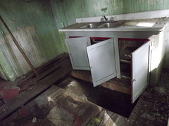 very surprised that the sink is so clean (mainmanwalkin) Tags: abandoned florida whitecity portstlucie stluciecounty saintluciecounty