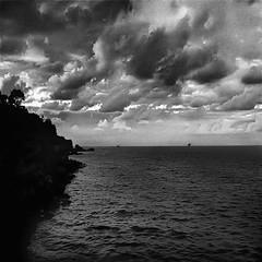... dov'è l'altra parte del mare ?... (UBU ♛) Tags: blancoynegro water blackwhite noiretblanc kodak blues dreams bianconero gelatinsilverprint bluacqua ©ubu unamusicaintesta landscapeinblues bluubu luciombreepiccolicristalli