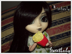 30 Days of Kim: Day 03/30 - Favourite Food (SweetLuly) Tags: dolls pullip kimberly chill batatafrita obitsu junplanning cancanwig 25cm pullipchill cuteeraser gizamartins 30daysofkim